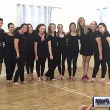 סדנת קיץ לנוער מסיימת שיעור תנועה לתיאטרון עם אלינה לוי, ויאללה ממשיכים למכינת הנוער