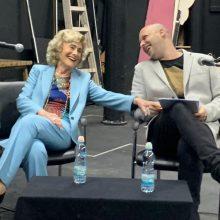 מרים זוהר, כלת פרס ישראל, שחקנית ענקית, התארחה לסדנת אמן מרתקת, מצחיקה, מלמדת ומעוררת השראה עם תלמידי הסטודיו ביוזמת ובנוכחות גילה אלמגור ובהנחיית ארז מעין שלו