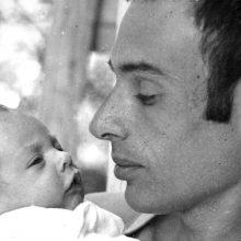 """רפאל לוין התארח בסטודיו עם סרטו """"הפשע הקרוי אדם"""" המספר על אביו – חנוך לוין"""